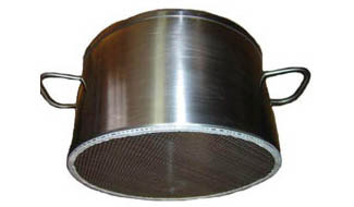 Typical 18″ dia. x 8″ high manual sieve with 2 horizontal handles.